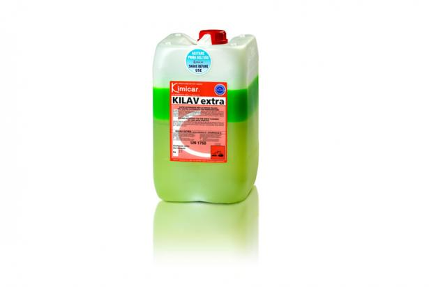 Concentrated two-component detergent ideal for washing heavy duty vehicles and trucks