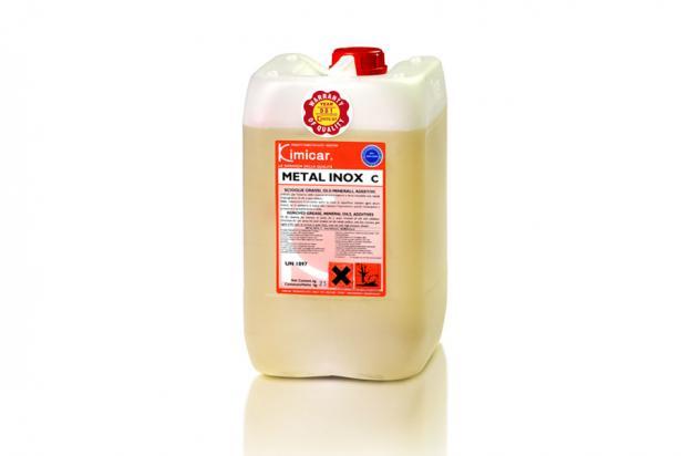 Detergente concentrato per la pulizia di interno cisterne e metalli