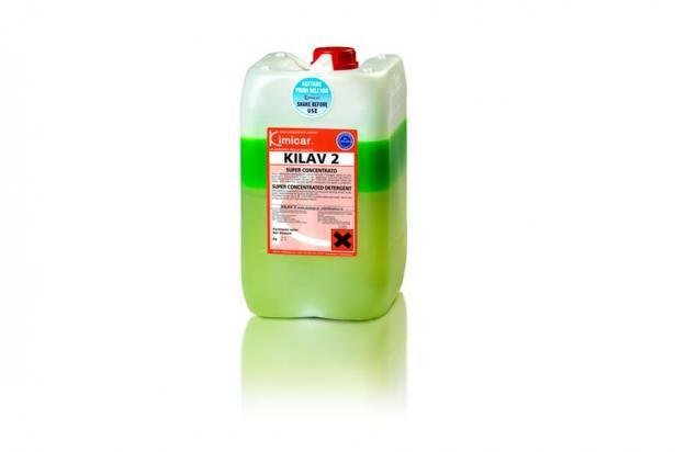 Detergente concentrato bi-componente per la rapida pulizia di auto ed autocarri