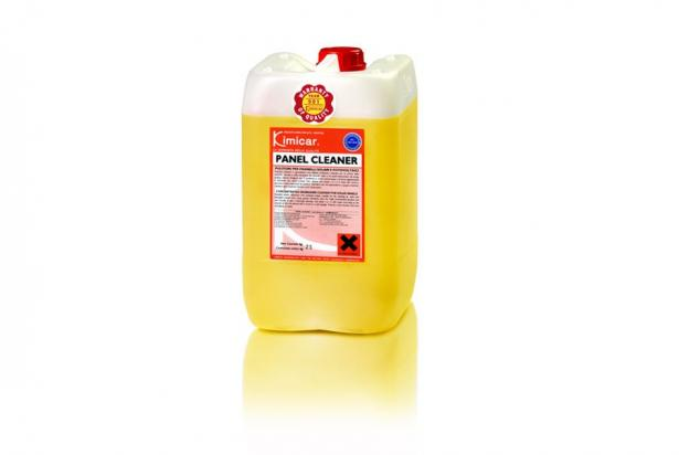 Cleaner suitable for the cleaning of solar and photovoltaic panels