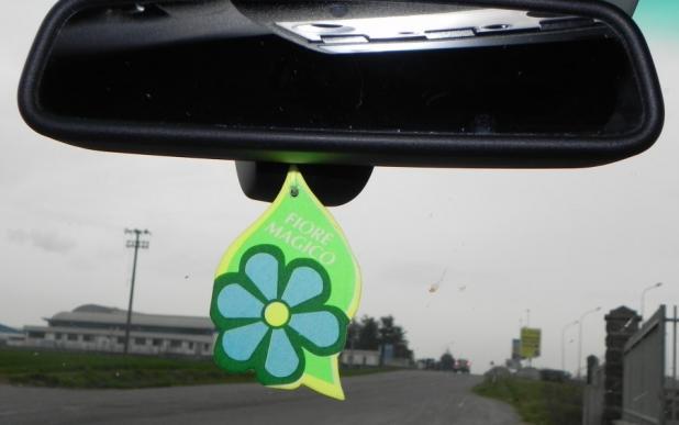 Cartoncino deodorante e assorbiodori per auto e ambiente